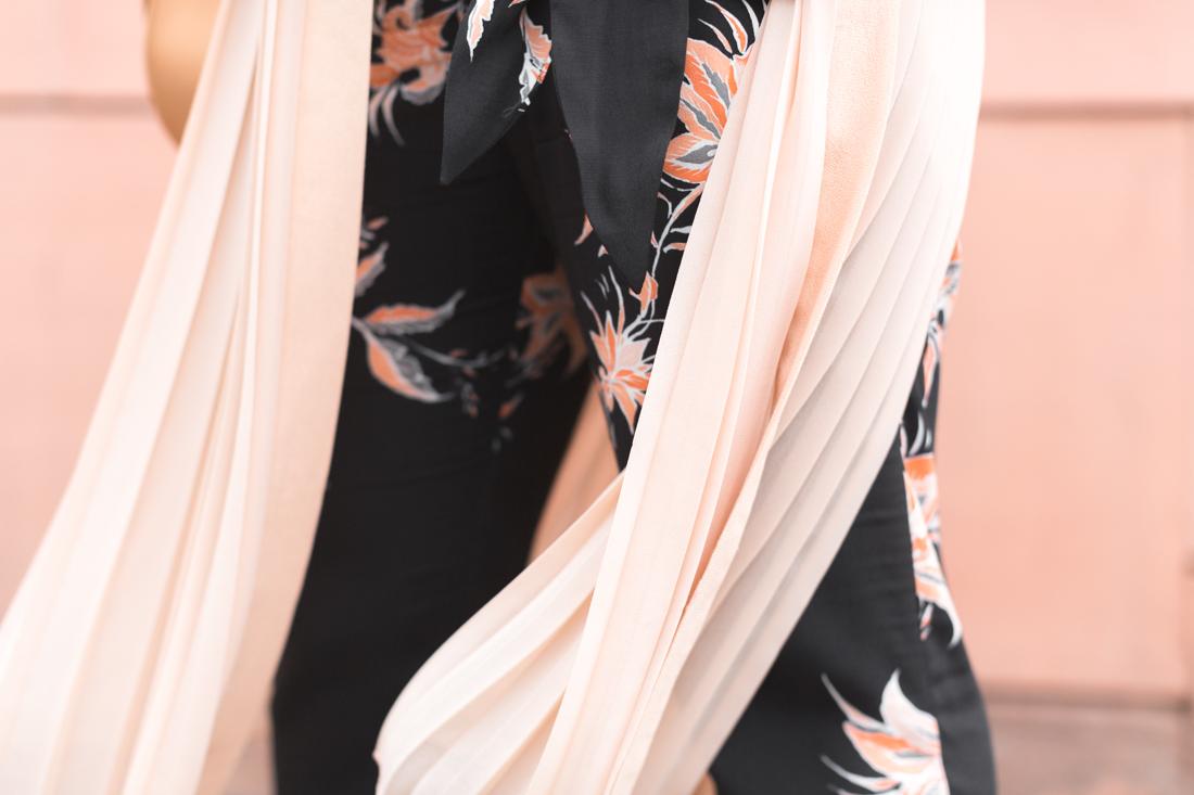 1100 ikks pantalon top fleuri veste plissee nude zara sac claude sezane - copyright Pauline paulinefashionblog.com-2
