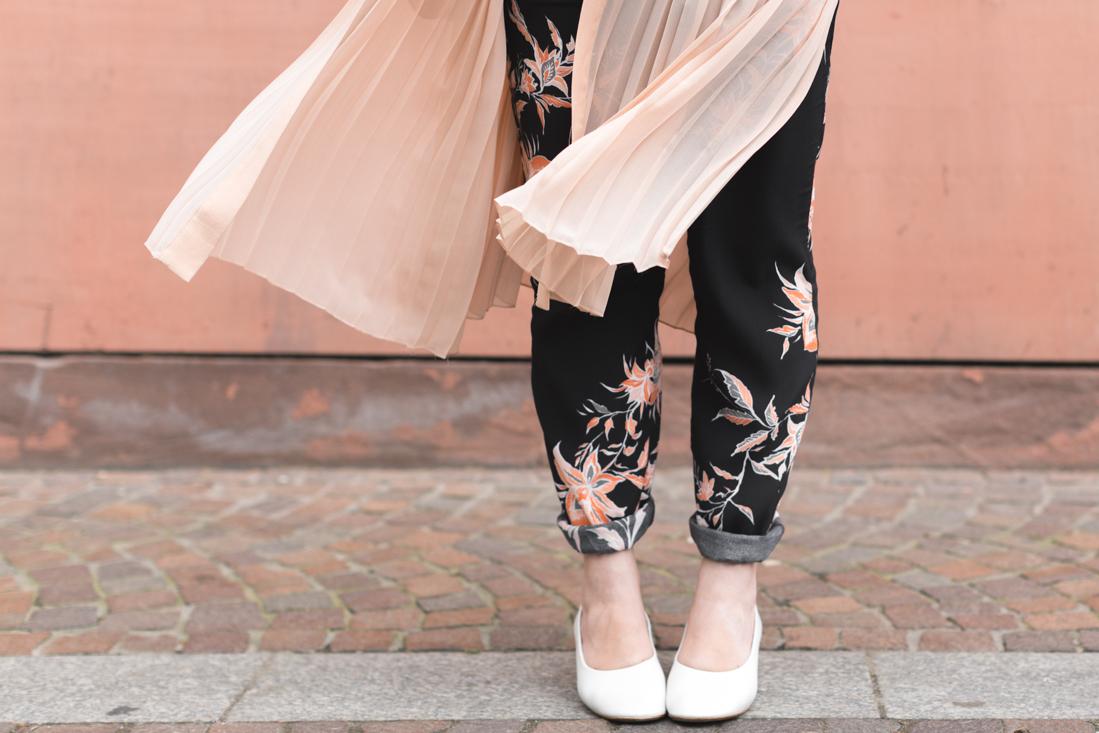 1100 ikks pantalon top fleuri veste plissee nude zara sac claude sezane - copyright Pauline paulinefashionblog.com-6