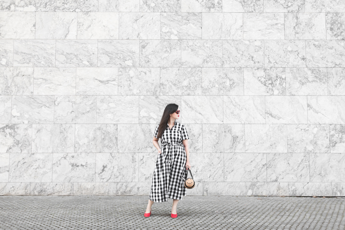 1100 gingham dress kate spade new york bumble bee bag - credit Pauline paulinefashionblog.com-1-2