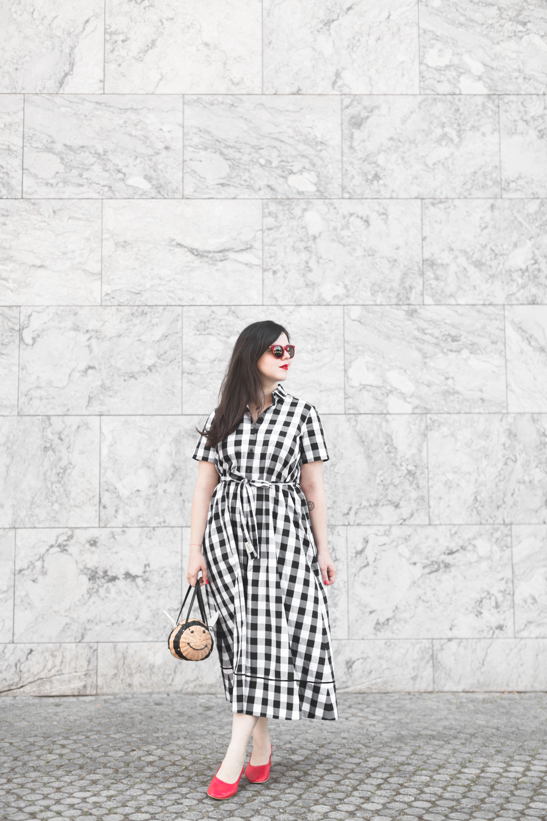 1100 gingham dress kate spade new york bumble bee bag - credit Pauline paulinefashionblog.com-1