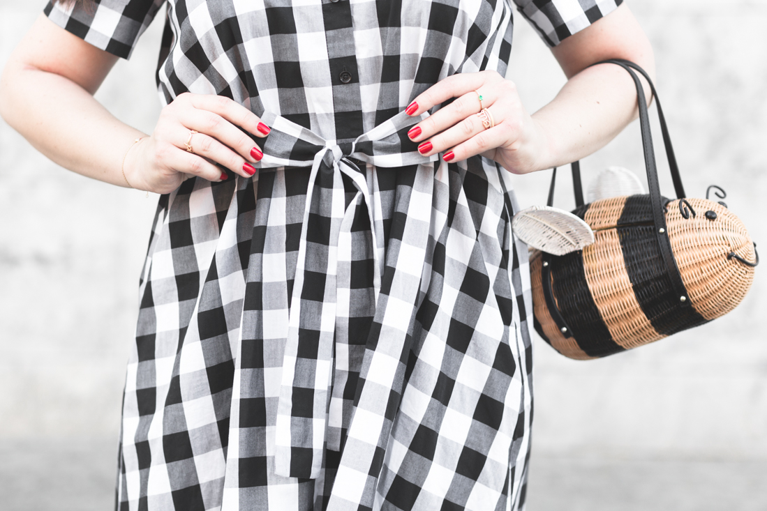 1100 gingham dress kate spade new york bumble bee bag credit Pauline paulinefashionblog.com 11 Bumble Bee