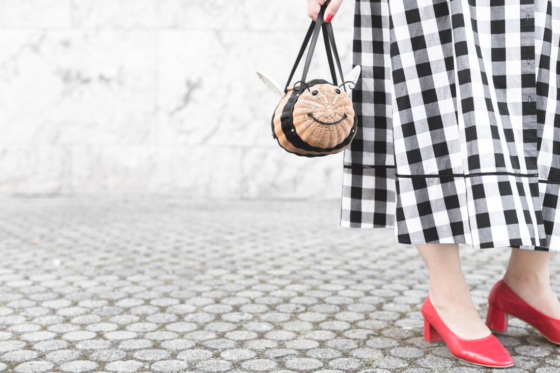 1100 gingham dress kate spade new york bumble bee bag - credit Pauline paulinefashionblog.com-9