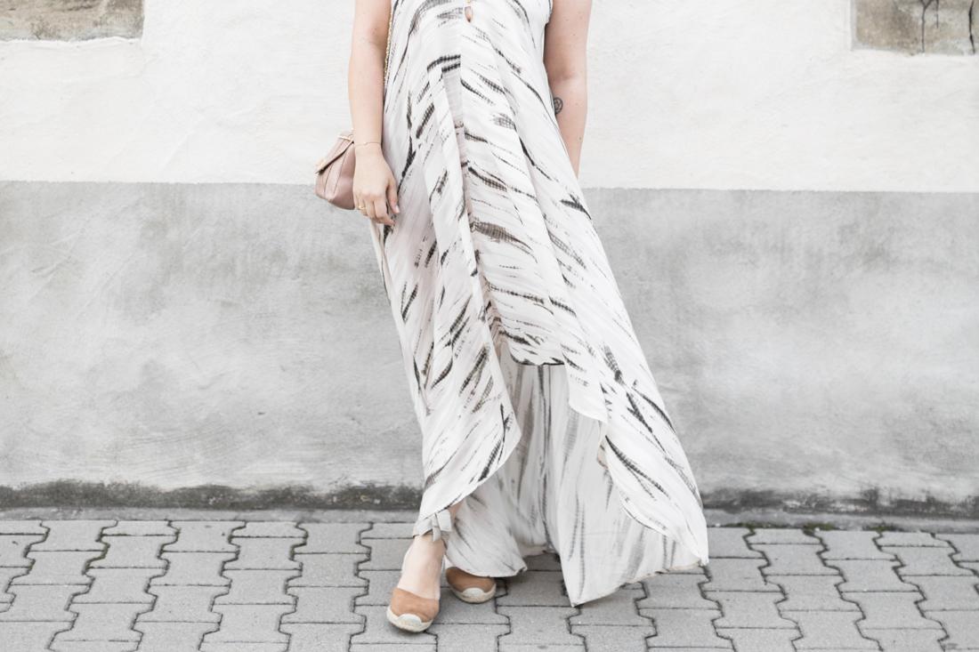 1100 robe louizon collier Elise Tsikis sac espadrilles sezane credit Pauline paulinefashionblog.com 1 Robe Tie & Dye, espadrilles et errances capillaires