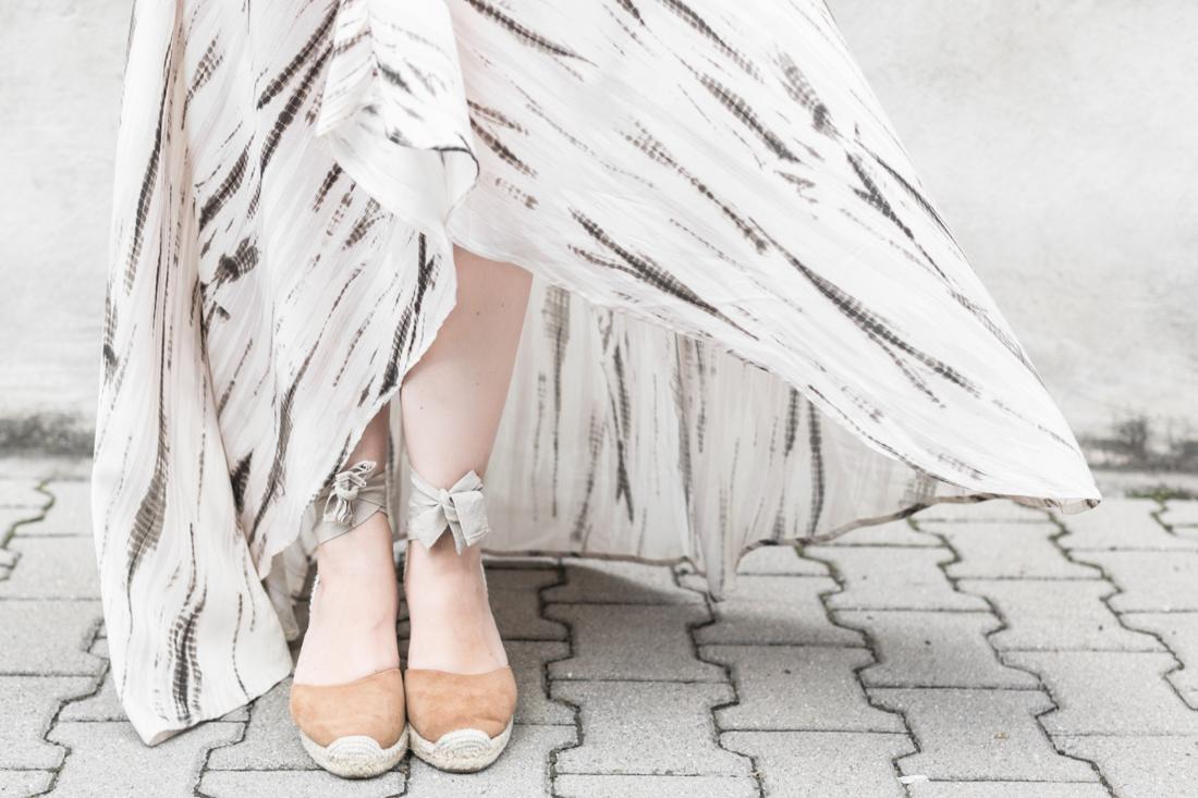 1100 robe louizon collier Elise Tsikis sac espadrilles sezane credit Pauline paulinefashionblog.com 2 Robe Tie & Dye, espadrilles et errances capillaires