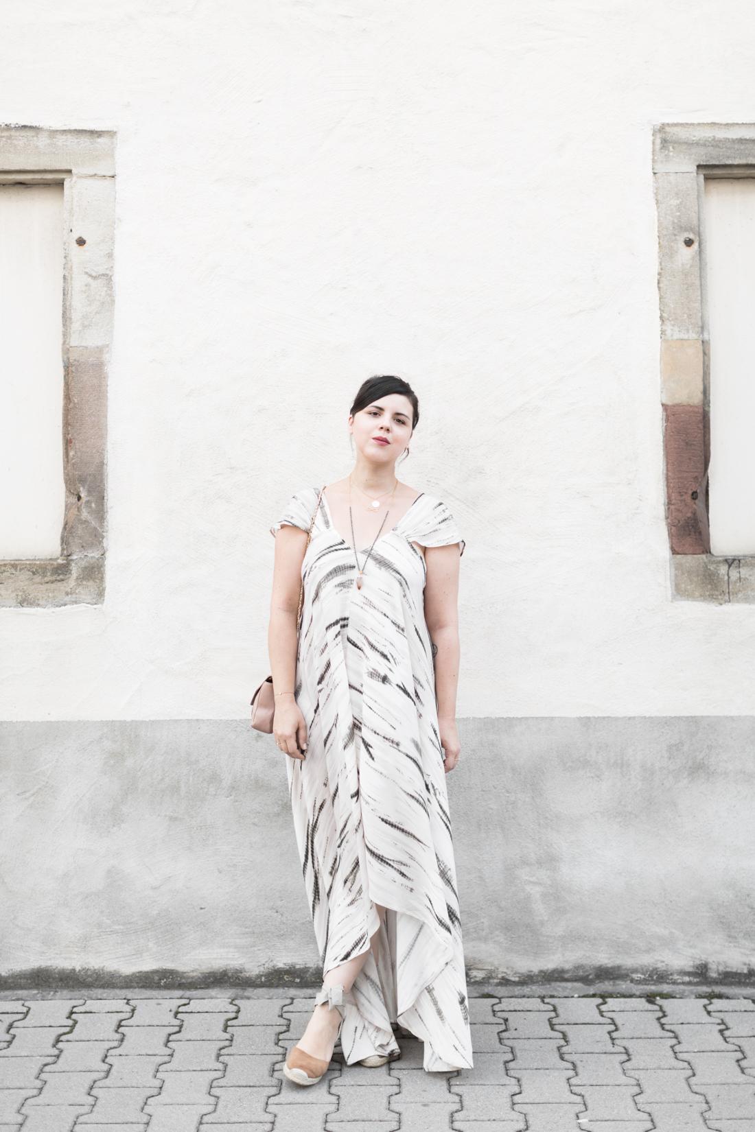 1100 robe louizon collier Elise Tsikis sac espadrilles sezane credit Pauline paulinefashionblog.com 3 Robe Tie & Dye, espadrilles et errances capillaires
