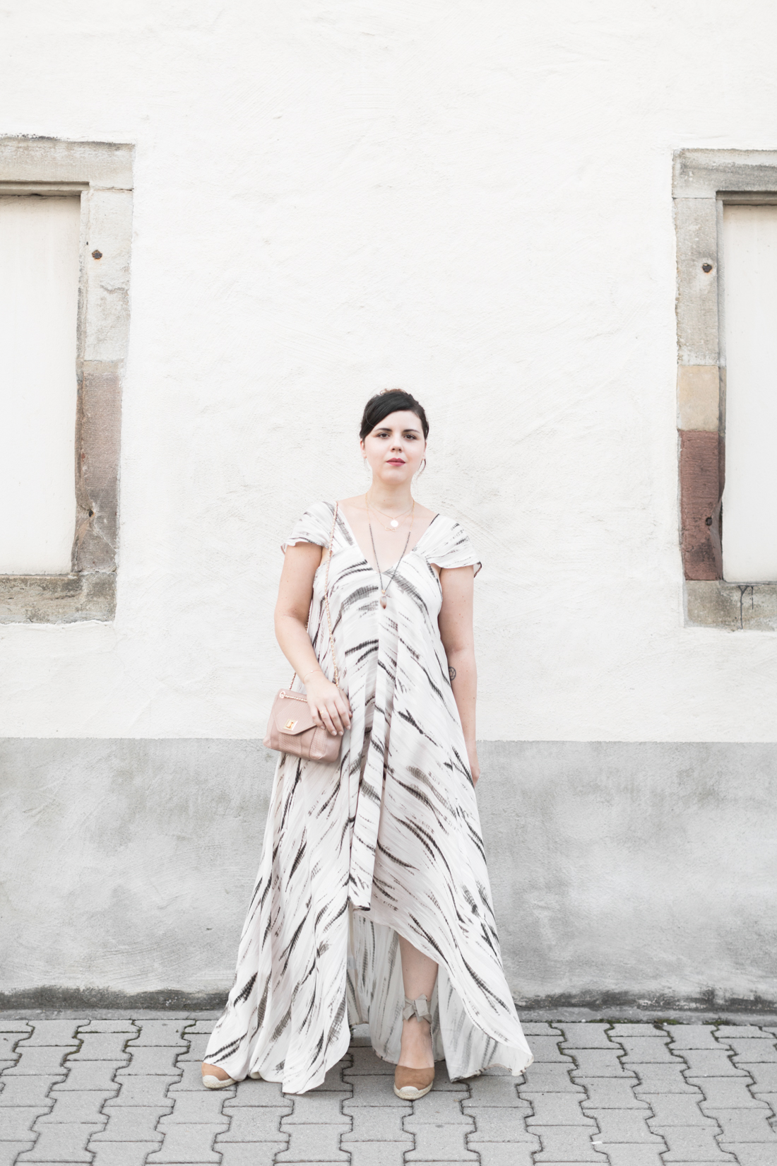 1100 robe louizon collier Elise Tsikis sac espadrilles sezane - credit Pauline paulinefashionblog.com-4