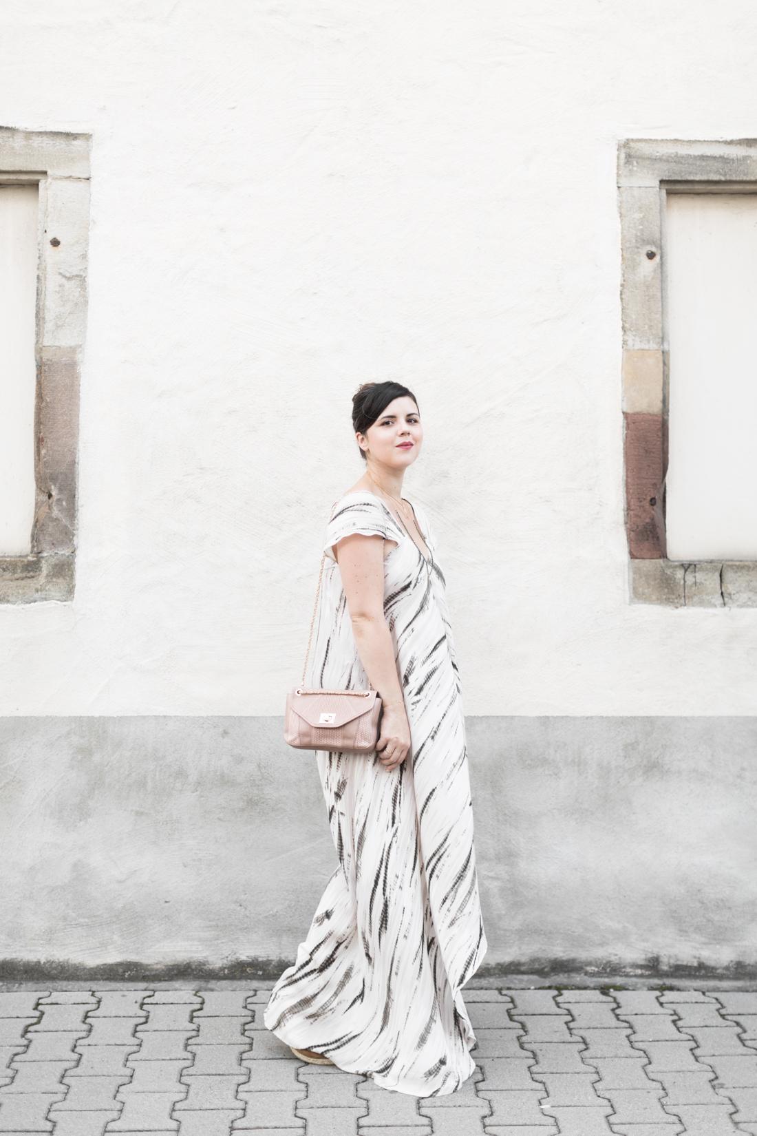 1100 robe louizon collier Elise Tsikis sac espadrilles sezane credit Pauline paulinefashionblog.com 5 Robe Tie & Dye, espadrilles et errances capillaires