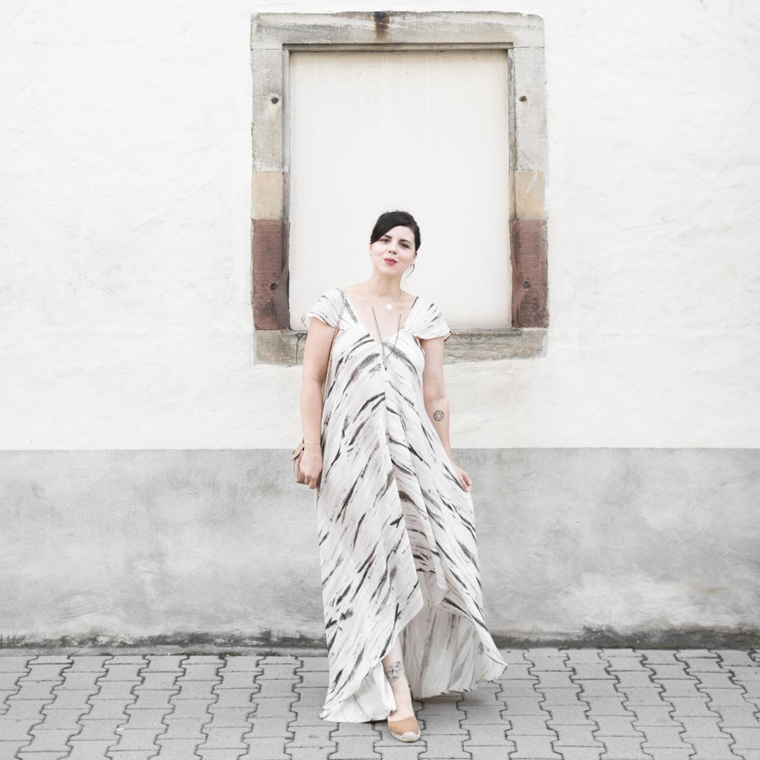 1100 robe louizon collier Elise Tsikis sac espadrilles sezane credit Pauline paulinefashionblog.com 6 Robe Tie & Dye, espadrilles et errances capillaires