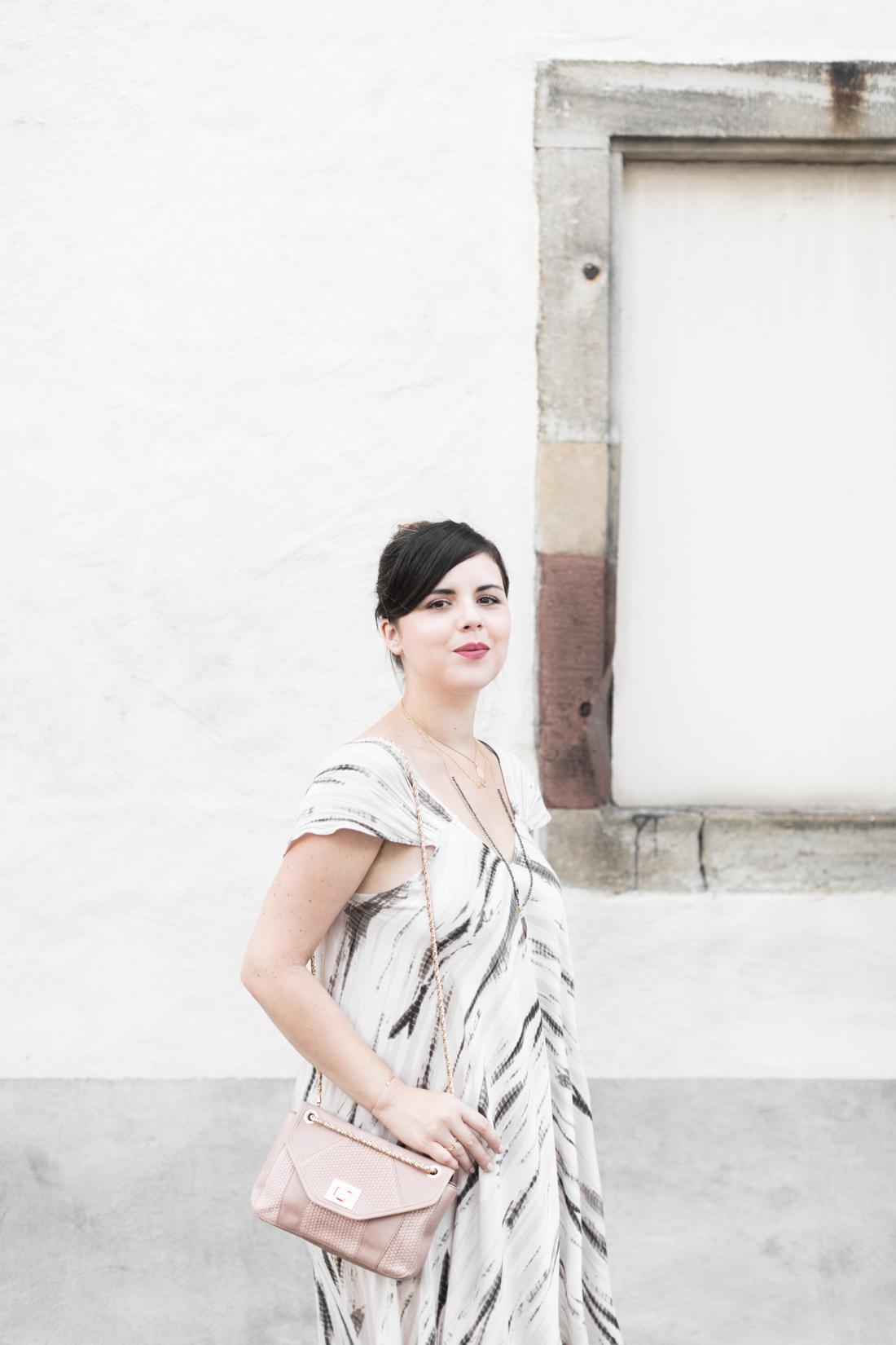 1100 robe louizon collier Elise Tsikis sac espadrilles sezane - credit Pauline paulinefashionblog.com-7