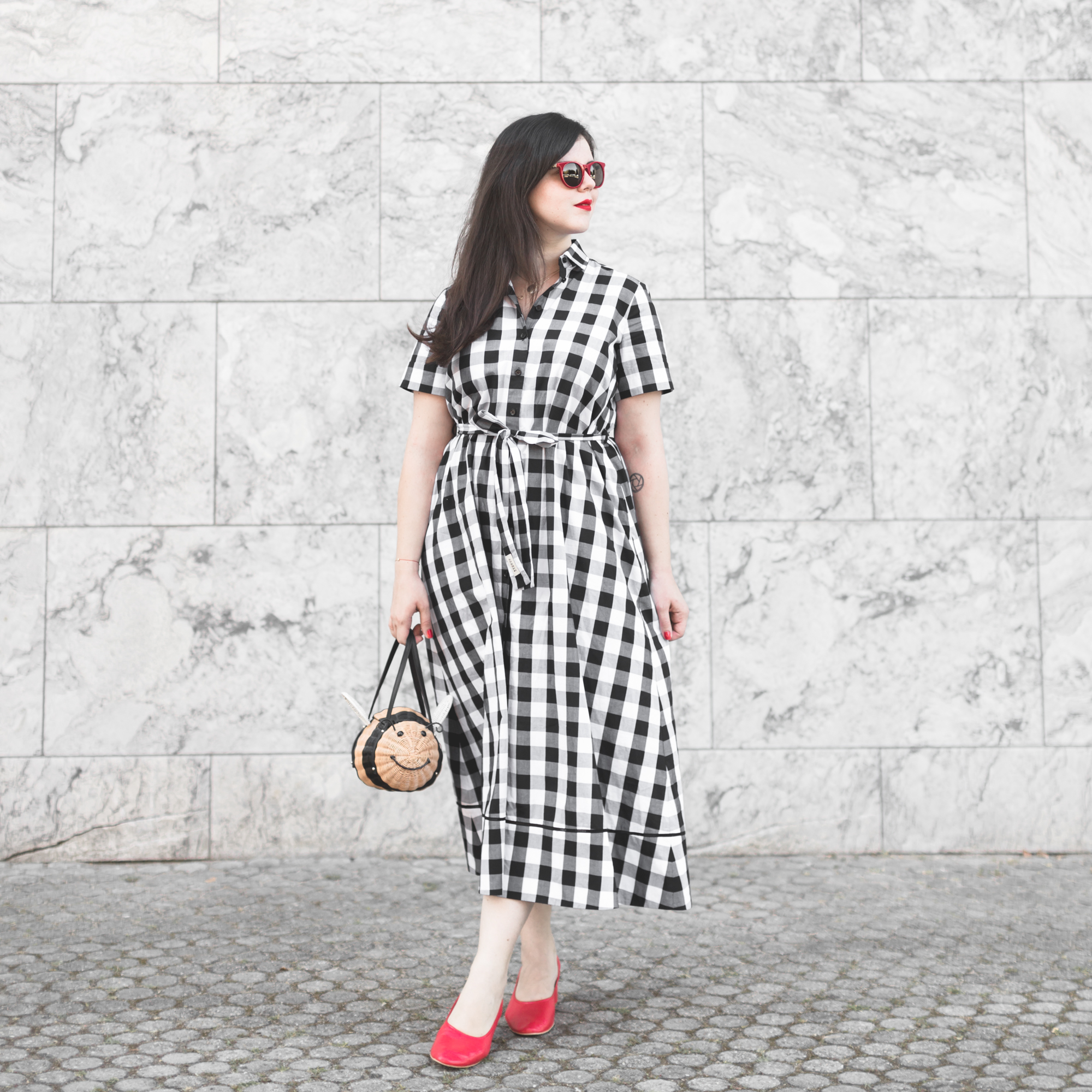 2000 gingham dress kate spade new york bumble bee bag - credit Pauline paulinefashionblog.com-1
