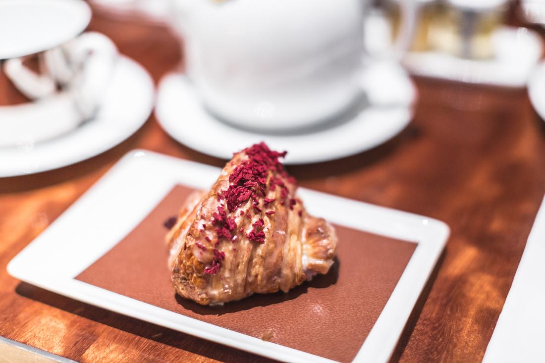 croissant-ispahan-pierre-herme-royal-monceau-copyright-pauline-paulinefashionblog-com-1