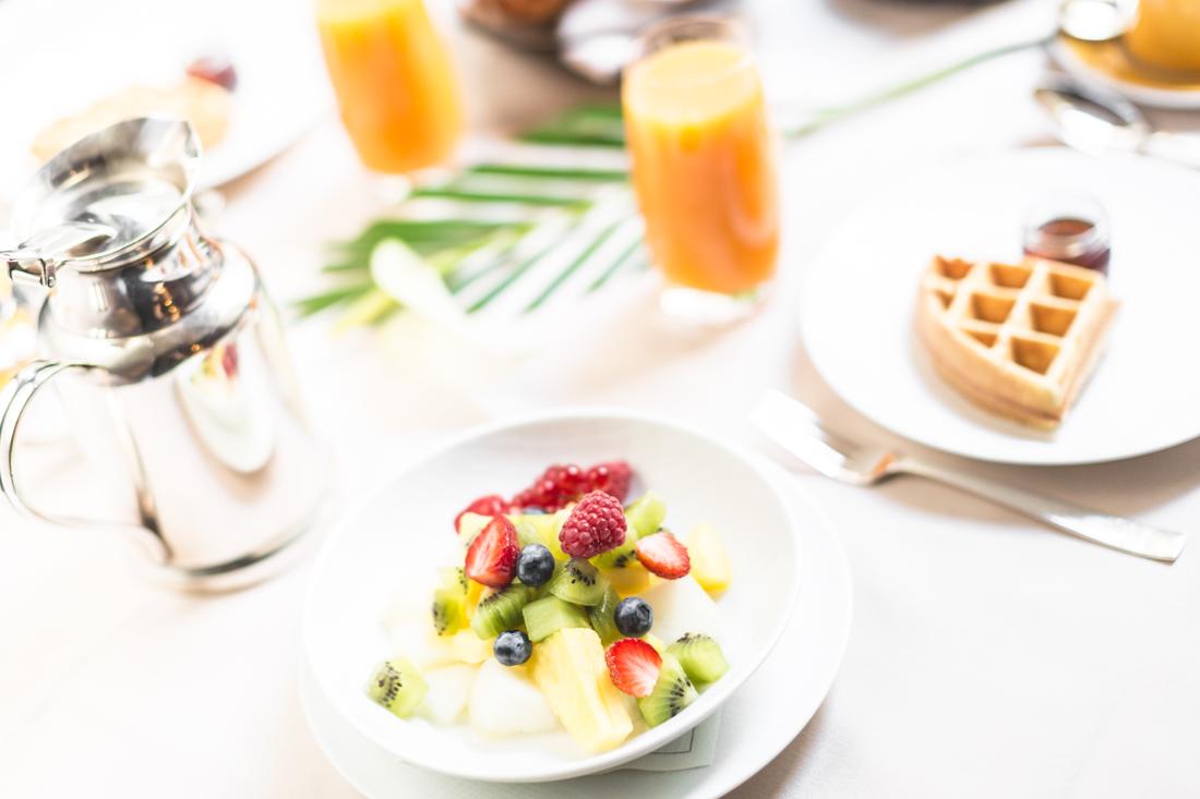 petit-dejeuner-breakfast-room-service-park-hyatt-paris-vendome-copyright-pauline-paulinefashionblog-com-2