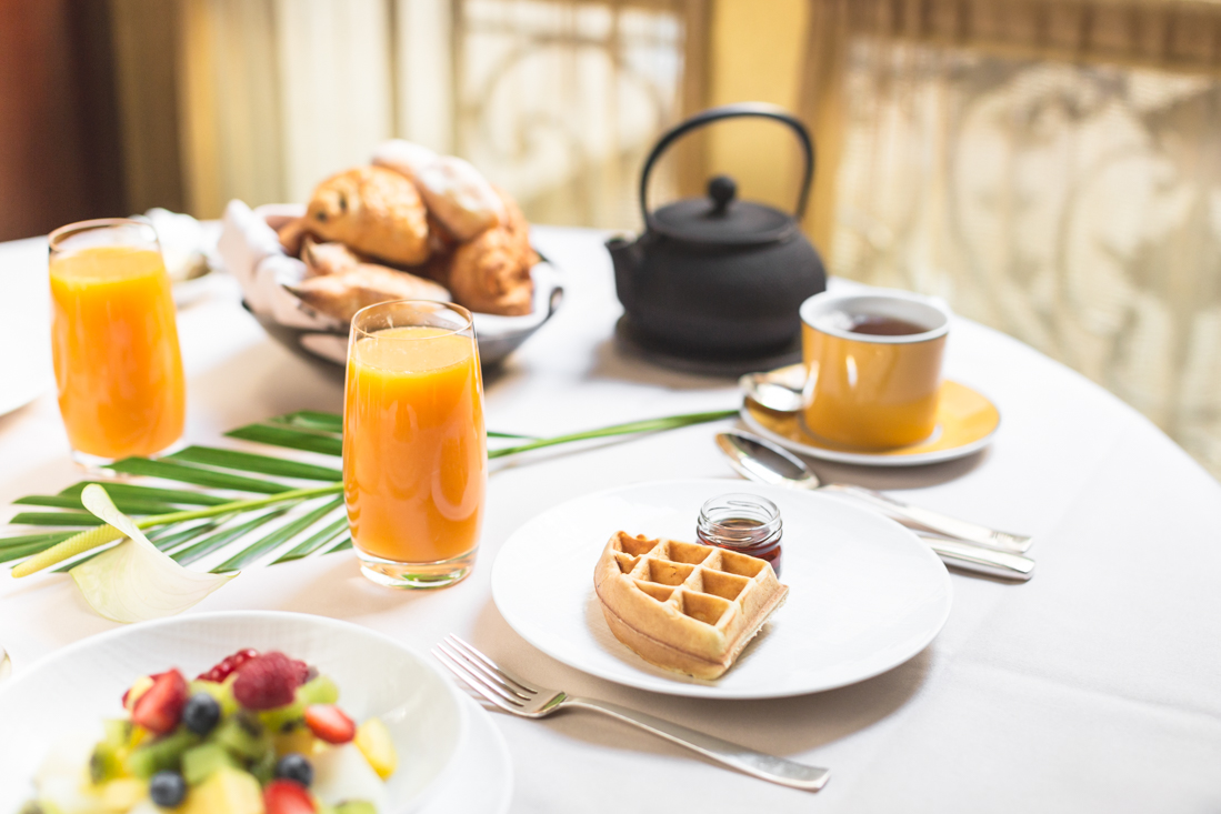 petit-dejeuner-breakfast-room-service-park-hyatt-paris-vendome-copyright-pauline-paulinefashionblog-com-3