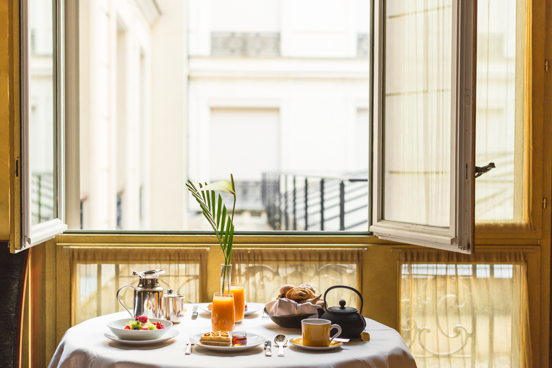 petit-dejeuner-breakfast-room-service-park-hyatt-paris-vendome-copyright-pauline-paulinefashionblog-com-4