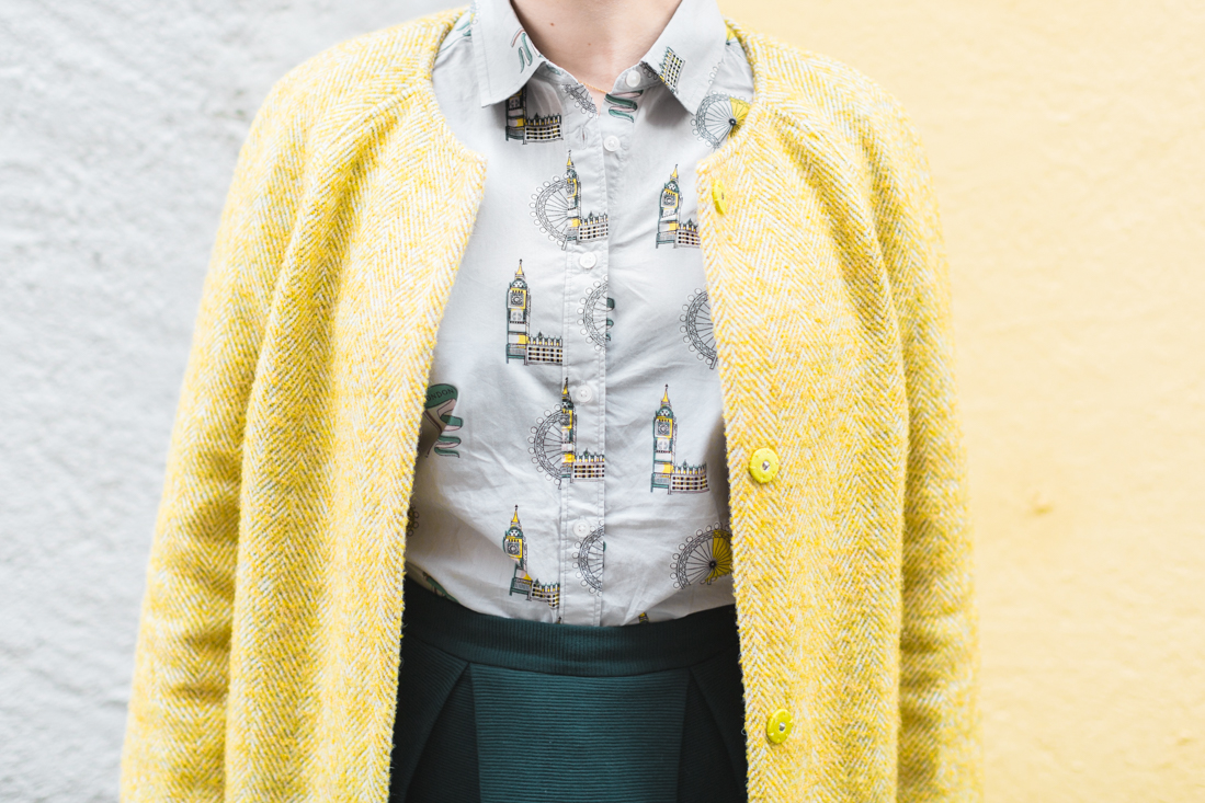 boden yellow coat london print shirt copyright Pauline paulinefashionblog.com 3 à langlaise