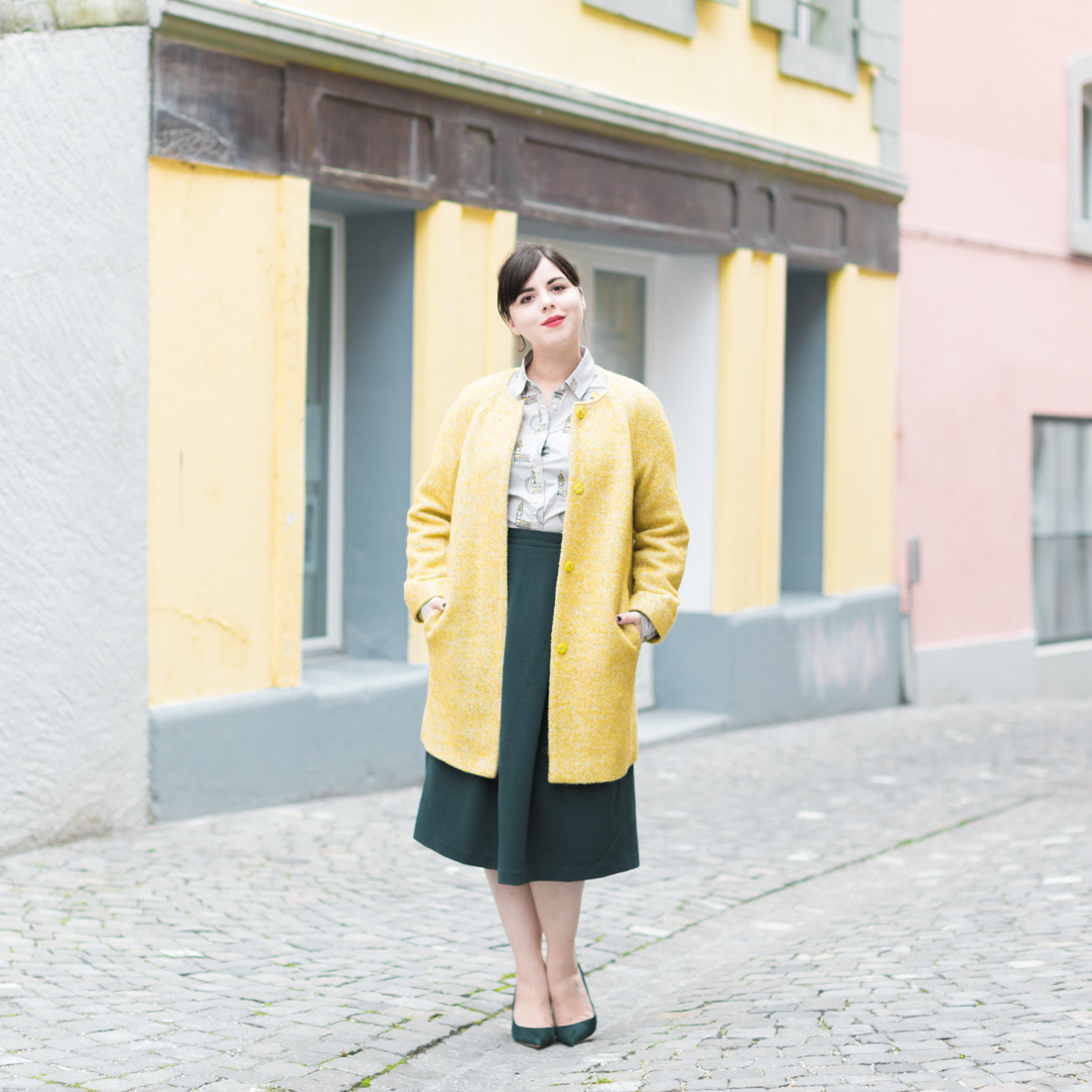 boden yellow coat london print shirt copyright Pauline paulinefashionblog.com 5 à langlaise
