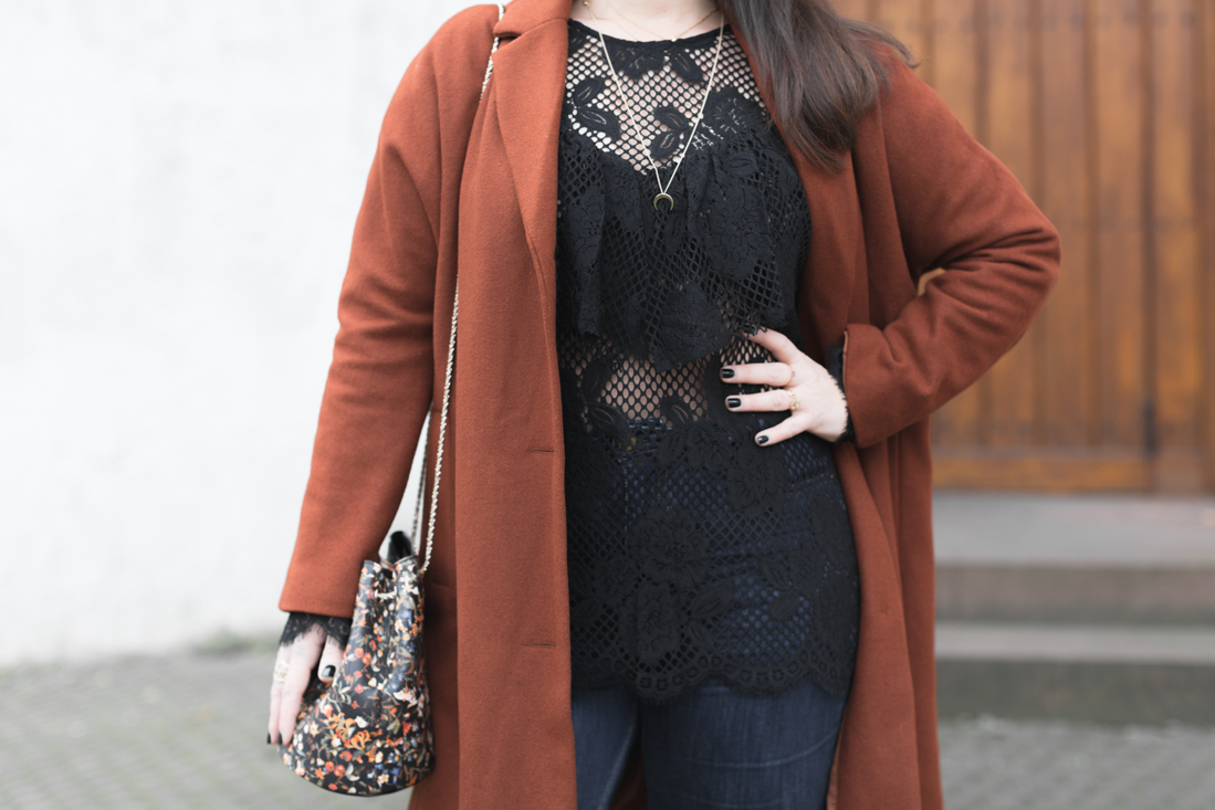 and other stories lace top bourse hope sezane fleurs copyright Pauline paulinefashionblog com 11 Flowers, lace and other stories
