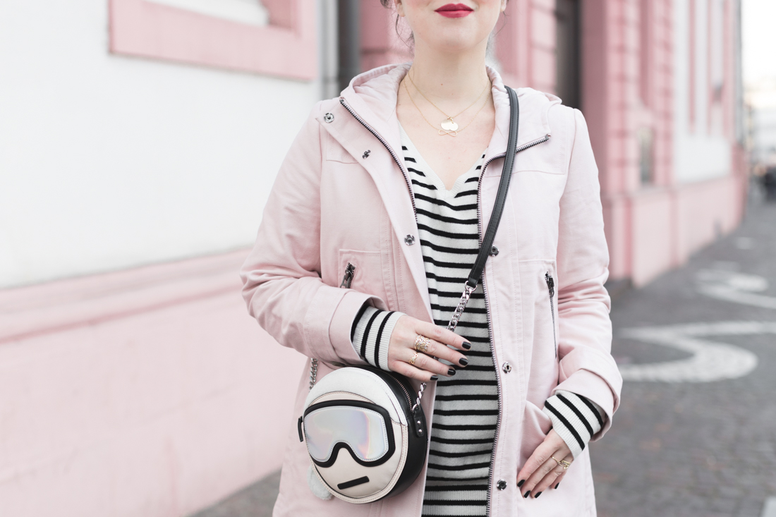 boden_pink_coat_striped_cashmere_kar_lagerfeld_holiday_copyright_pauline_paulinefashionblog_com-8