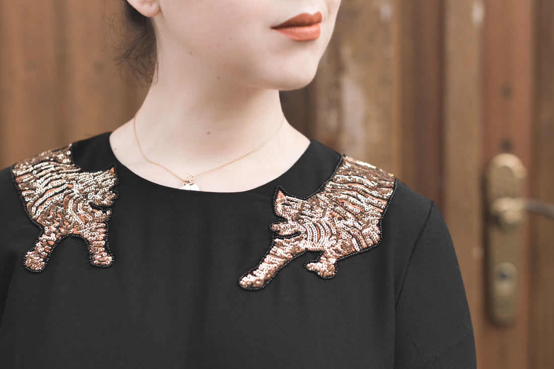 dress sequins tiger and other stories superga animal print copyright Pauline paulinefashionblog com 8 Go get em Tiger !