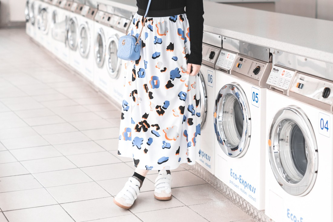 ariel_giles_deacon_blogger_laundromat_photoshoot_copyright_Pauline_Privez_paulinefashionblog_com-3