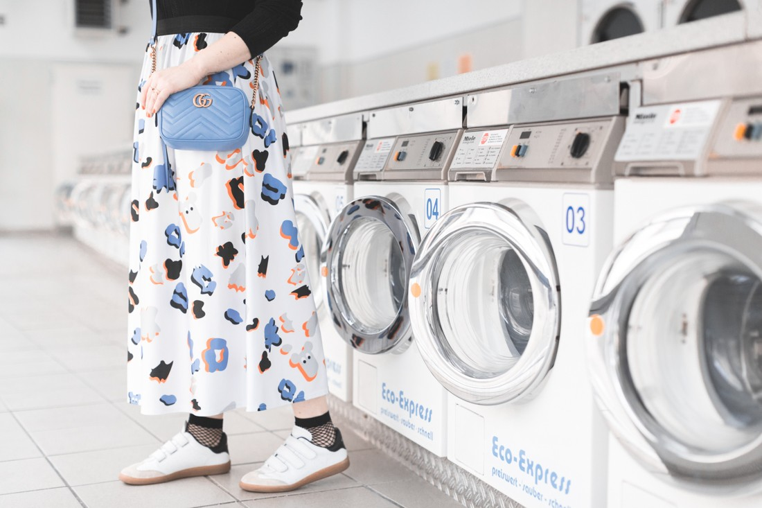 ariel_giles_deacon_blogger_laundromat_photoshoot_copyright_Pauline_Privez_paulinefashionblog_com-8