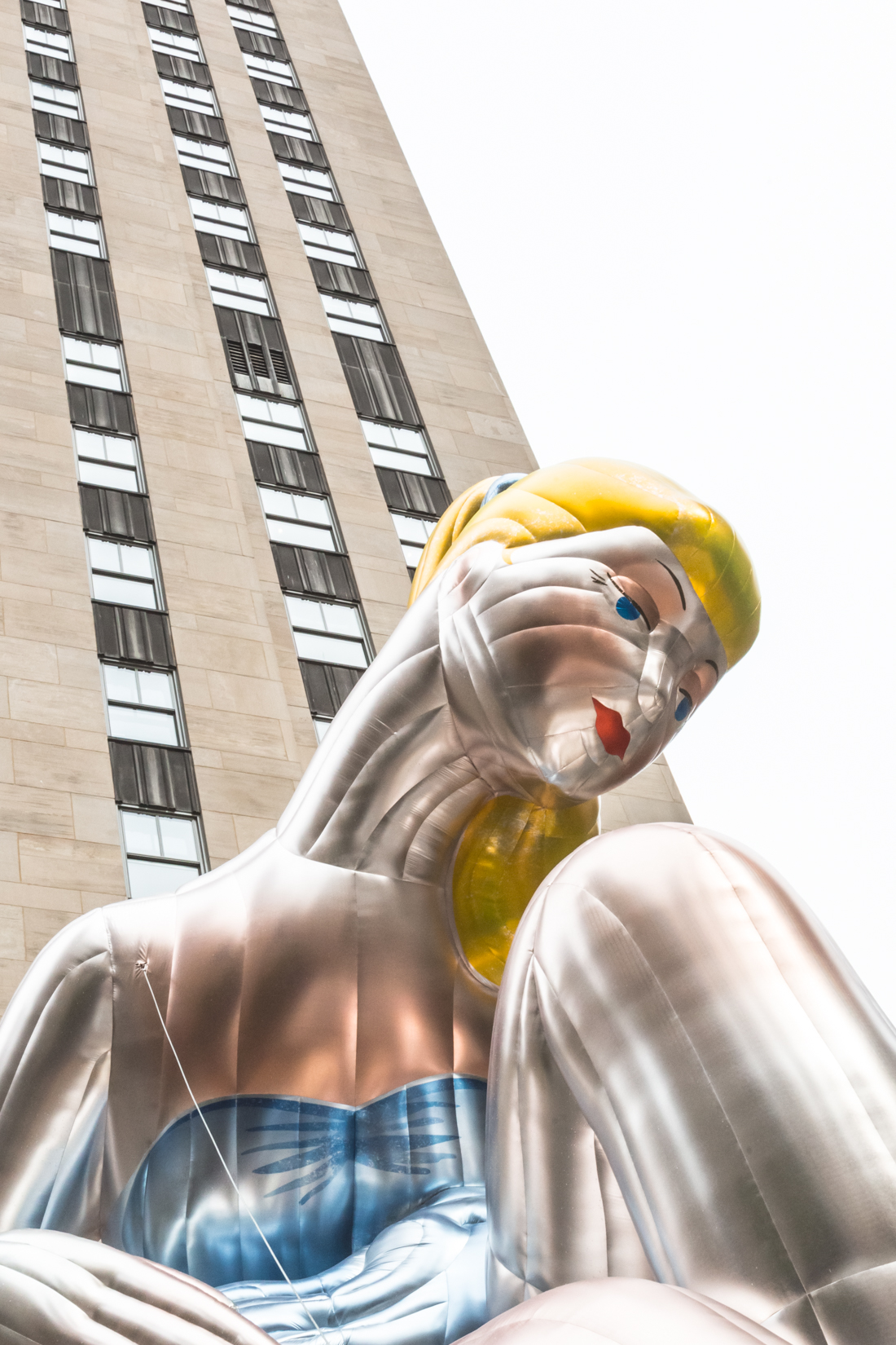inflatable_ballerina_jeff_koons_rockefeller_center_new_york_copyright_Pauline_Privez_paulinefashionblog_com-1