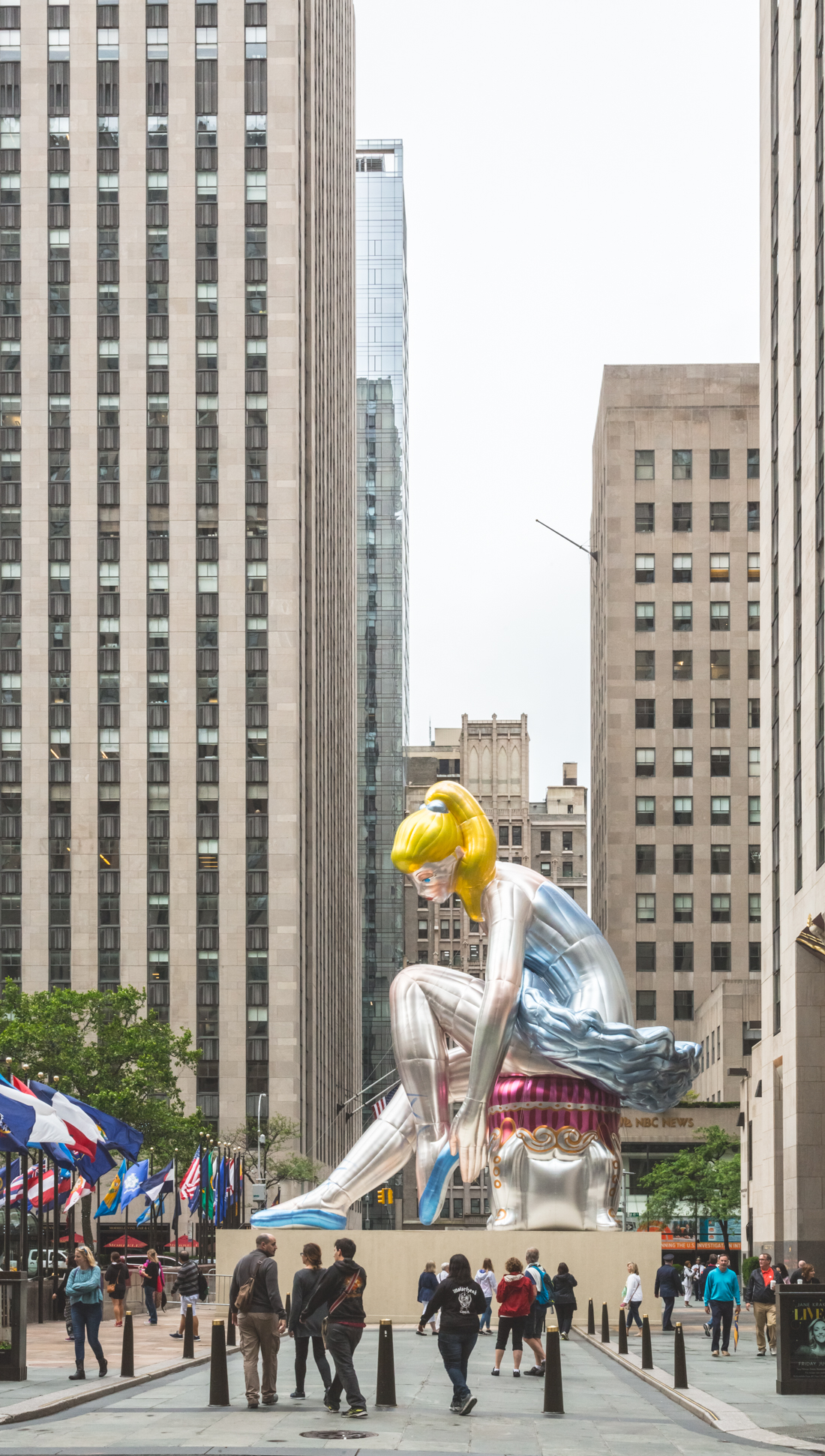 inflatable_ballerina_jeff_koons_rockefeller_center_new_york_copyright_Pauline_Privez_paulinefashionblog_com-2