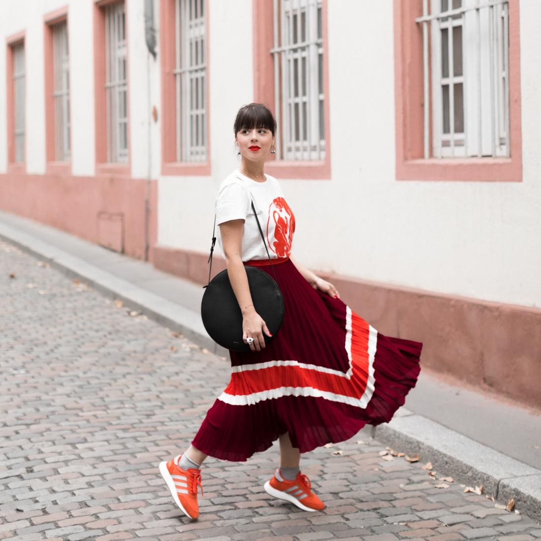 usa cheap sale discount clearance sale jupe plissée et sneakers colorées - Pauline